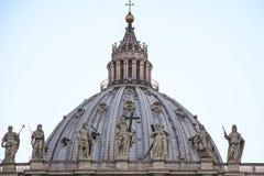 在圣皮特圣徒・彼得的圆顶的徒升 库存照片