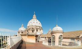 在圣皮特圣徒・彼得的大教堂上屋顶  库存照片
