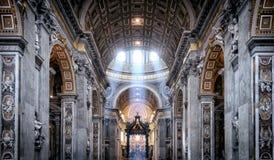 在圣皮特圣徒・彼得的大教堂里面在罗马 库存图片