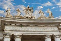在圣皮特圣徒・彼得近的大教堂的曲拱  库存照片