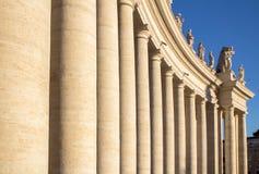 在圣皮特圣徒・彼得& x27的专栏; s正方形,梵蒂冈,意大利 库存照片