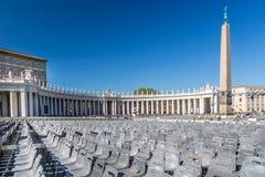 在圣皮特圣徒・彼得` s正方形梵蒂冈的椅子 库存图片