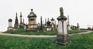 在圣短弹毛` s大教堂附近的格拉斯哥大墓地 库存照片