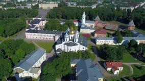 在圣索菲娅大教堂的飞行,夏日 novgorod veliky的俄国 影视素材