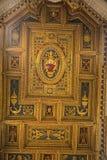 在圣约翰Lateran大教堂的教堂中殿天花板在罗马意大利 免版税库存图片
