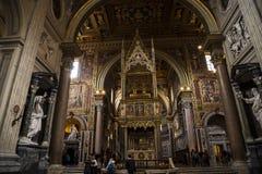 在圣约翰Lateran大教堂的法坛在罗马意大利 库存照片