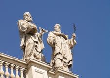 在圣约翰Lateran Archbasilica屋顶的雕象  库存图片