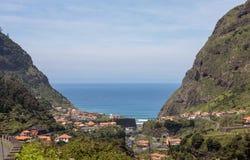 在圣维森特周围的村庄和大阳台耕种  马德拉岛海岛,葡萄牙北海岸  免版税库存图片