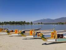 在圣菲水坝度假区的龙小船 库存照片