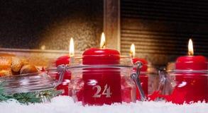 在圣诞前夕的蜡烛 库存照片