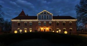在圣诞夜视图立陶宛的Raudondvaris城堡 免版税库存图片