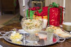 在圣诞晚会的虾开胃菜 免版税库存照片