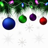 在圣诞树分支的多彩多姿的圣诞节球 向量例证