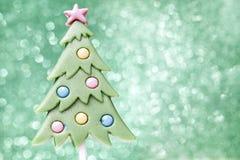 在圣诞树形状的棒棒糖 图库摄影