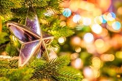 在圣诞树的圣诞节球在红场 免版税库存图片