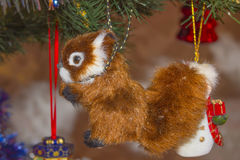 在圣诞树的灰鼠 库存照片