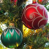 在圣诞树的玩具 新年度装饰 免版税库存图片