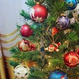 在圣诞树的玩具 新年度装饰 库存图片