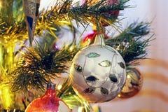 在圣诞树的玩具 新年度装饰 库存照片