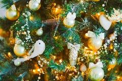 在圣诞树的玩具 图库摄影