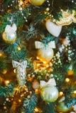 在圣诞树的玩具 免版税库存照片