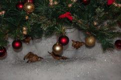 在圣诞树的球 库存照片