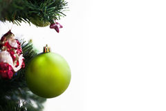 在圣诞树的球 免版税库存图片