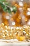 在圣诞树的蓝色响铃。 库存照片
