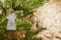 在圣诞树装饰的特写镜头 免版税库存图片