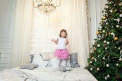 在圣诞树附近的女孩 免版税图库摄影