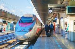 在圣诞老人露西娅驻地的火车在威尼斯 免版税库存照片