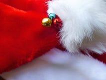 在圣诞节假日帽子的响铃 免版税库存照片