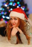 在圣诞节假日期间,美丽的少妇 免版税图库摄影