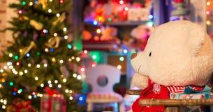 在圣诞节内部的软的玩具 免版税库存图片