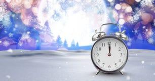 在圣诞节冬天风景的午夜时钟 图库摄影