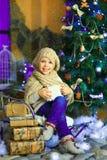 在圣诞节冷杉木2附近的女孩 免版税库存图片