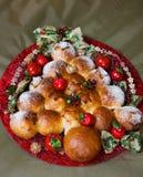 在圣诞节卷上添面包 库存照片