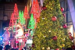 在圣诞节和新年庆祝的圣诞树装饰 免版税库存图片
