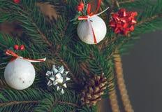 在圣诞节大气的装饰的冷杉木 免版税库存图片
