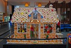 在圣诞节季节期间的巨型姜面包议院 库存图片