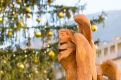 在圣诞节市场上的五颜六色的装饰在波尔查诺 库存照片