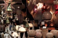 在圣诞节市场上的天使玩具 库存照片