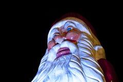 在圣诞节市场上的巨人圣诞老人 免版税库存照片