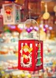 在圣诞节市场上的灯笼 免版税库存照片
