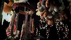 在圣诞节市场的圣诞节项目 股票视频