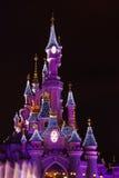 在圣诞节庆祝期间的迪斯尼乐园巴黎 库存照片