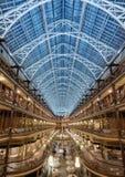 在圣诞节打过工的拱廊在克利夫兰,俄亥俄 免版税库存照片