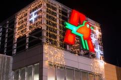 在圣诞节时间的被阐明的欧尚商标在超级市场在格但斯克 欧尚是国际超市连锁 图库摄影