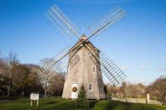 在圣诞节时间,东汉普顿纽约的风车 库存照片