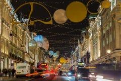 在圣诞节期间的摄政的街道 库存图片